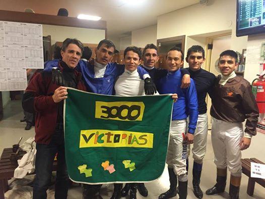 Altair Domingos que montou por muitos anos no Hipódromo do Tarumã completou 3000 vitórias na Argentina!
