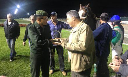 General Aléssio Oliveira da Silva prestigiou a última reunião do Jockey